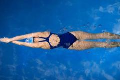 девушка-плавает