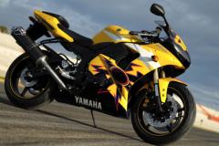 Yamaha-r8